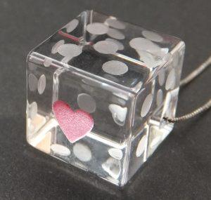 石英ガラスのサイコロ型ネックレストップ・一の目ハート/加納 美穂様